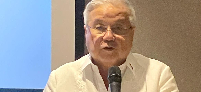Ambassador Lagdameo speaks before Filipino community leaders and influencers